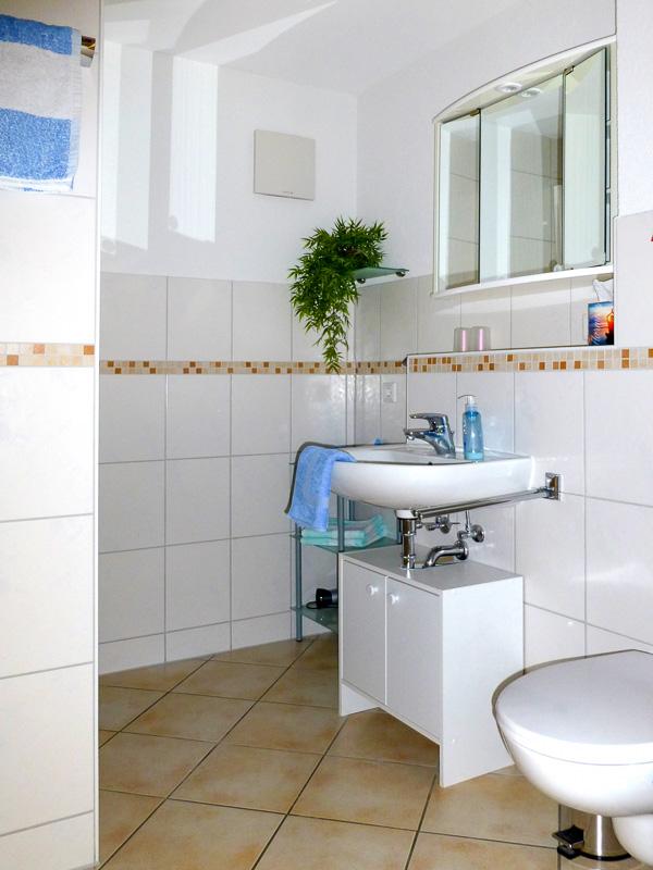 Bad der Ferienwohnung REBLAND in Müllheim-Vögisheim