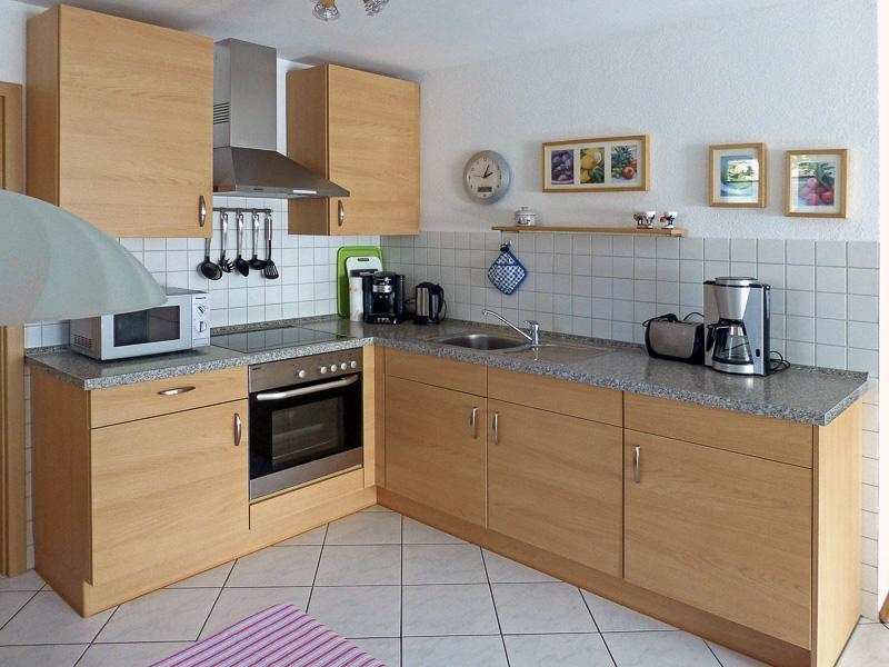 Küche und Essplatz der Ferienwohnung REBLAND in Müllheim-Vögisheim
