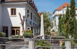 Restaurant über dem Klemmbach in der Innenstadt von Müllheim