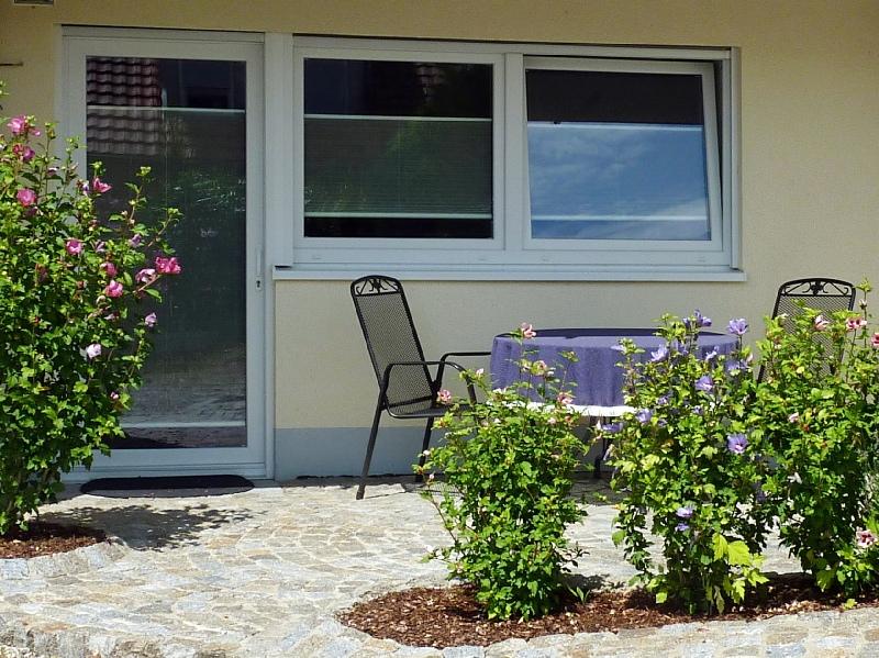 Sitzplatz bei der Ferienwohnung REBLAND in Müllheim-Vögisheim